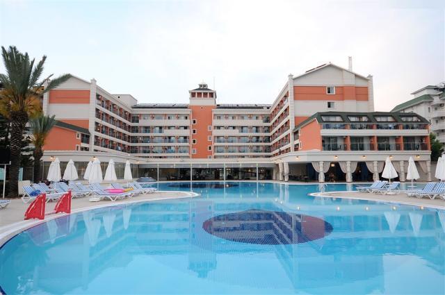 Insula Resort & Spa