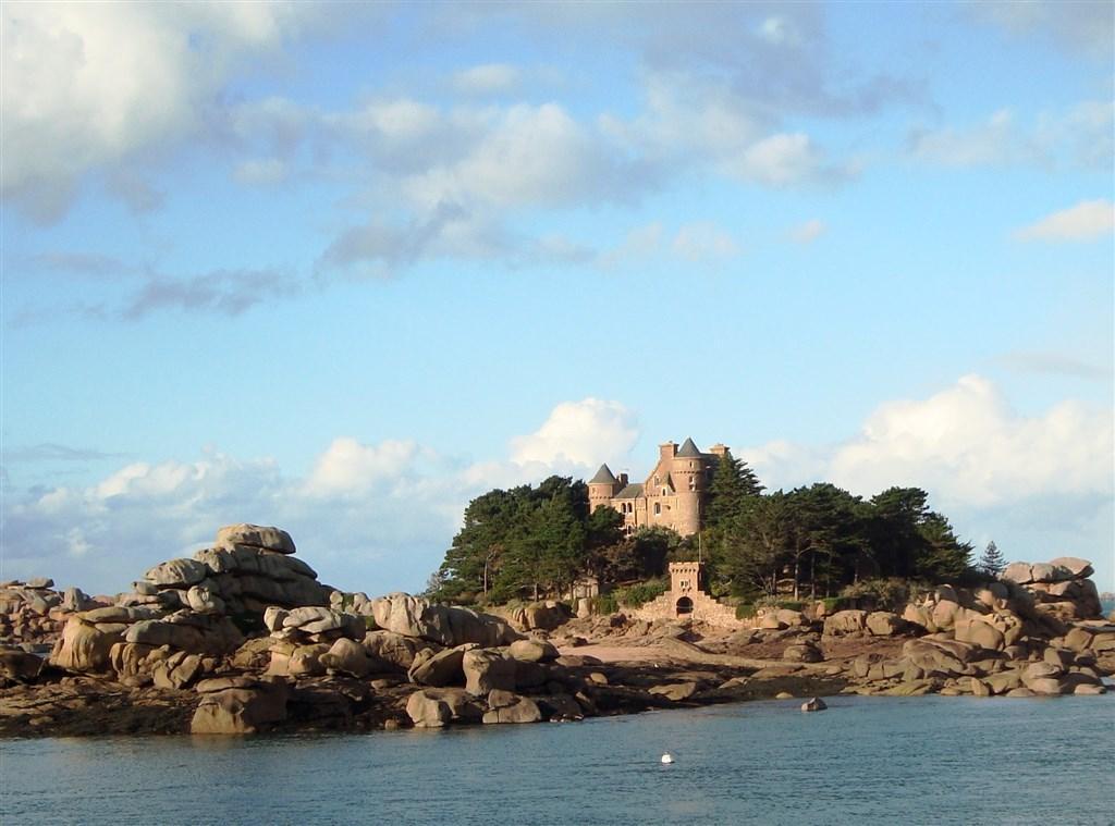Tajuplná Bretaň a drsná krása Normandie