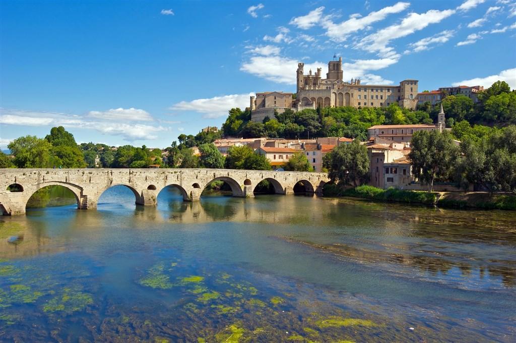 Languedoc a Roussillon, země moře, hor a hradů