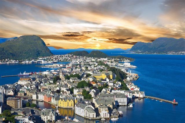 Skandinávské metropole a norské fjordy