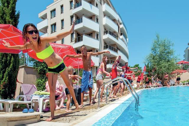 Dovolená v Bulharsku se slunečníky na plaži zdarma