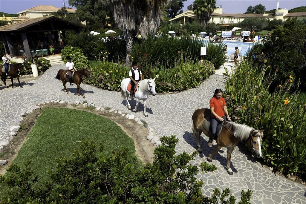 Itálie, Sardinie, Horse Country Resort pro seniory 55+