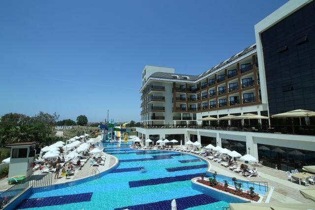 Glamour Resort
