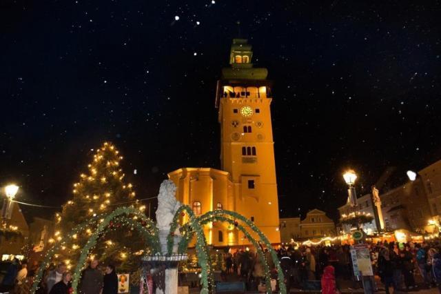 Retz – vánoční trhy, čerti a vinné sklepy