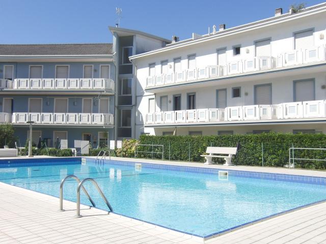 Apartmány Esperia s bazénem