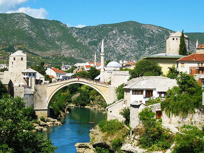 Bosna a Hercegovina - turistika vopuštěných horách, orientální města a pohostinní lidé
