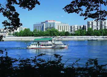 Helia – RiverRide (prohlídka Budapešti v plovoucím autobusu) - Danubius Health Spa Resort Helia