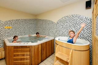 hotel-crocus-3395159584-1313236809.jpg