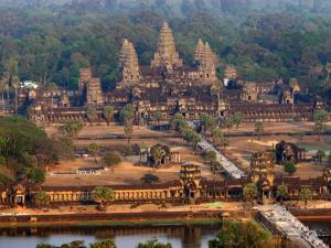Thajský ostrov Koh Chang a slavné chrámy Angkoru v Kambodži