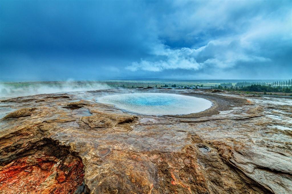 Island s lehkou turistikou