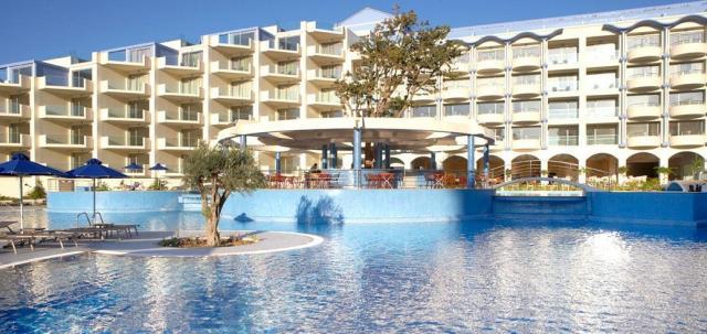 Luxury Resort Hotel & Spa Atrium Platinum