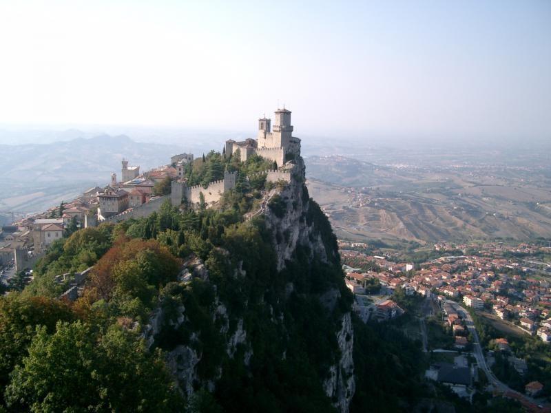 Republika San Marino, jeskyně, lanýže a města UNESCO