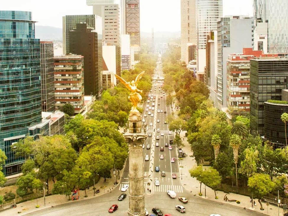 Po příletu do Mexico City pasové odbavení a setkání s průvodcem.